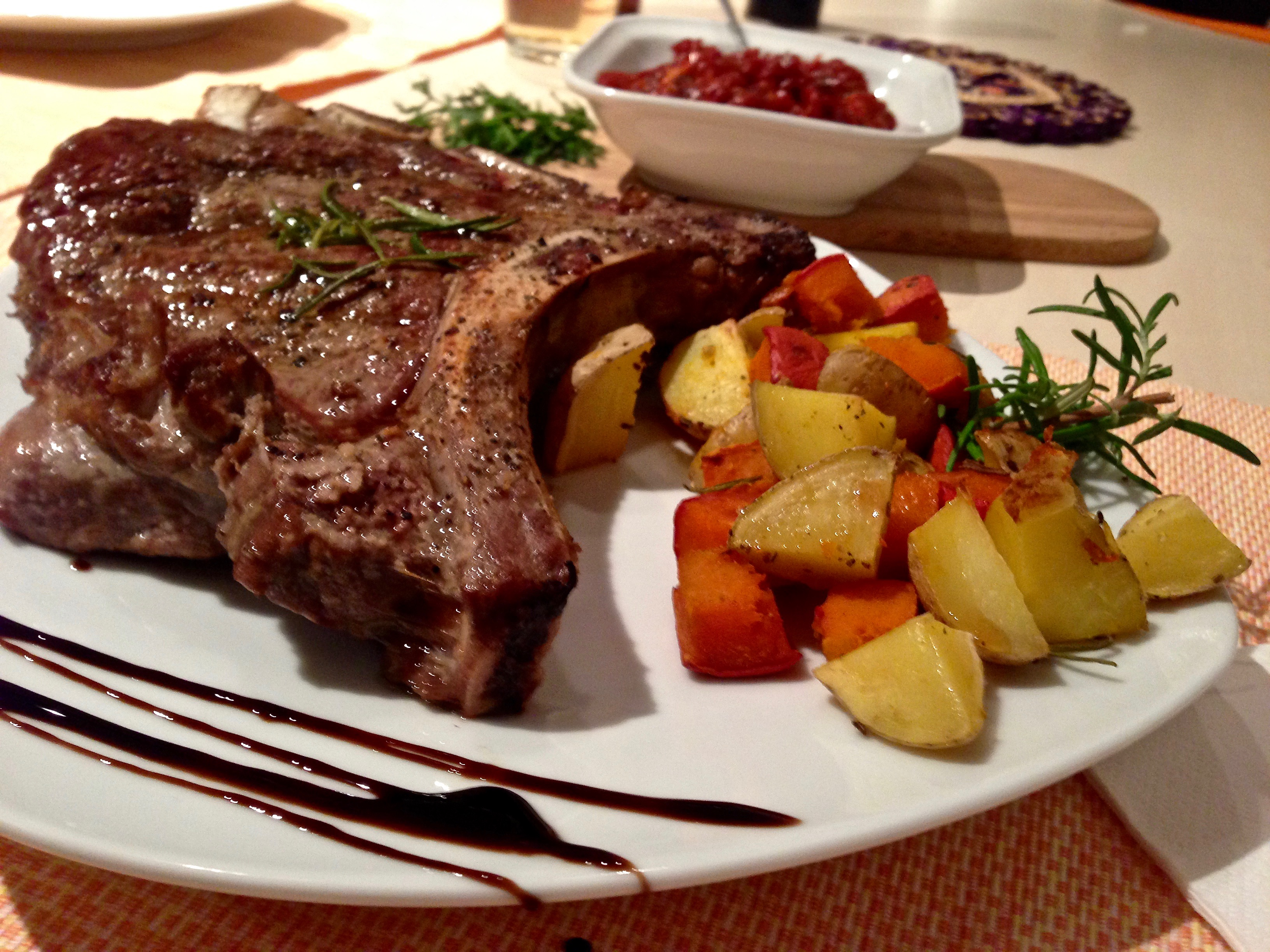 T-Bone Steak mit Ofengemüse